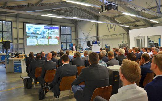 Lutz Busch, der CEO der Kampf Schneid- und Wickeltechnik GmbH & Co. KG spricht ein herzliches Willkommen aus. Foto: KAMPF